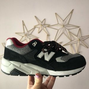 New Balance WRT580BD Classics Size 9 Sneakers